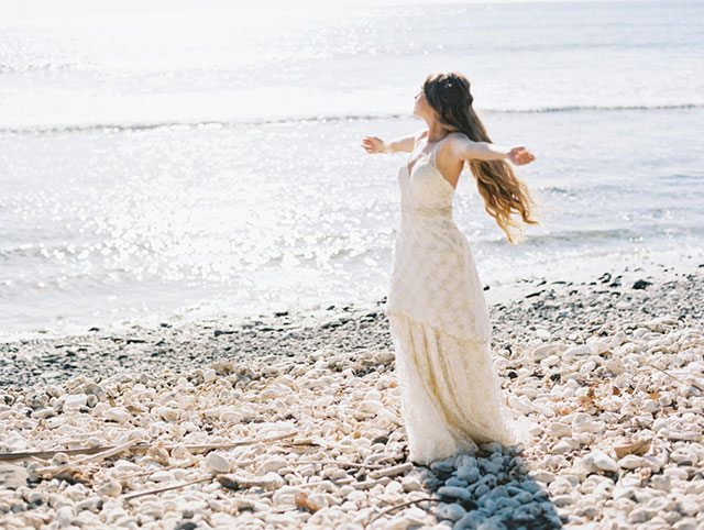 wendy-laurel-golden-seaside-bridal-inspiration-22