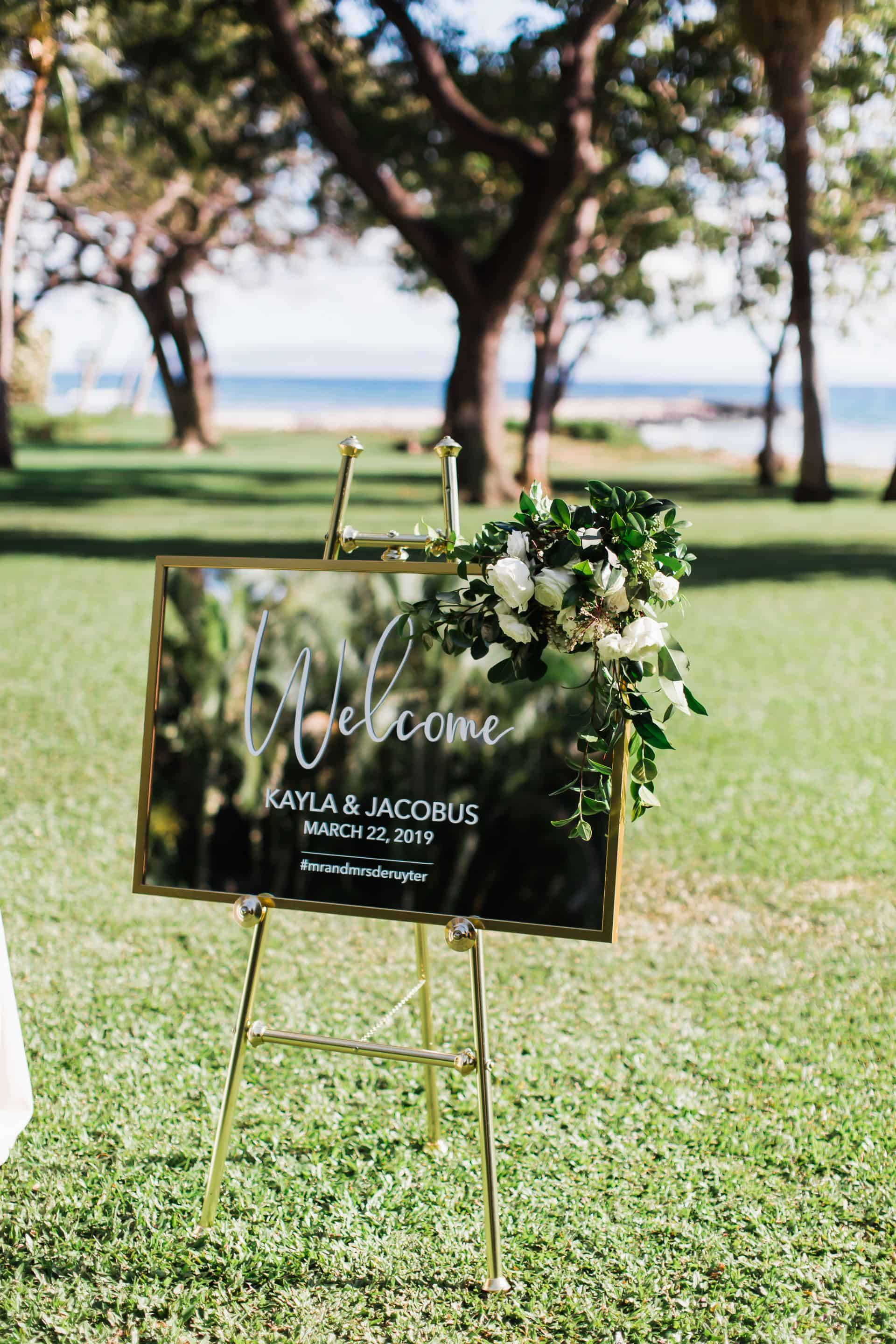 Gold mirror wedding signage | Maui's Angels